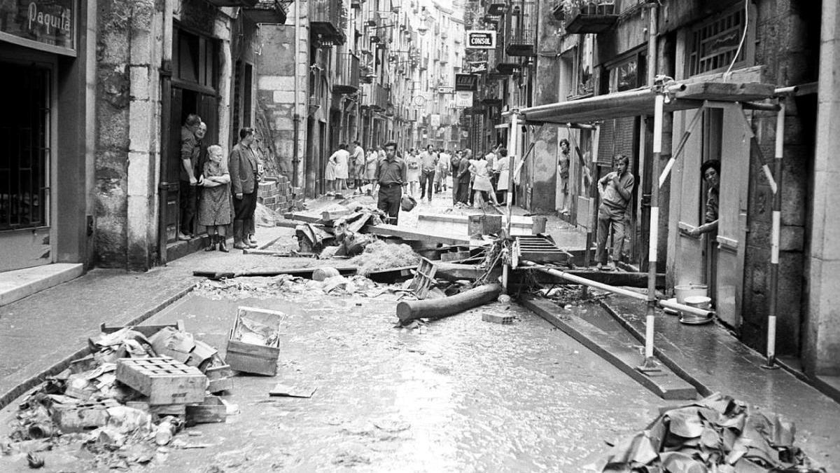 Les destrosses al carrer Ballesteries després de l'aiguat de l'11 i el 12 d'octubre de 1970.