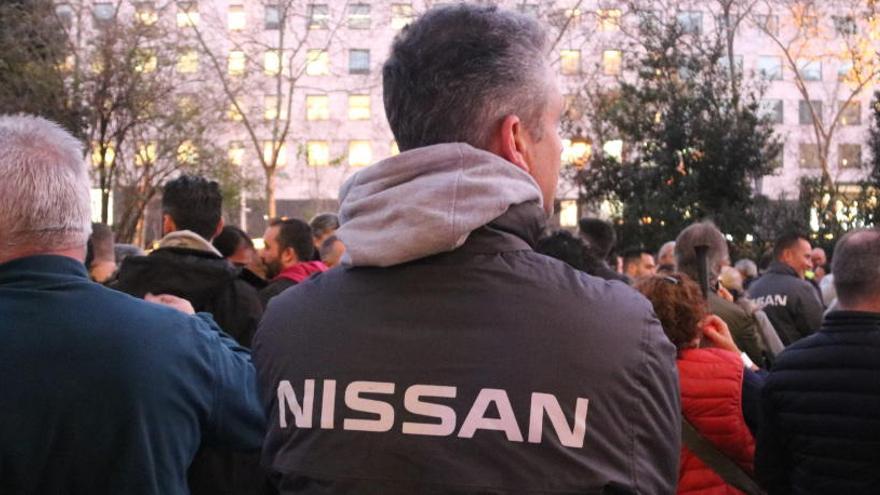 Un miler de treballadors de Nissan tallen la Diagonal en protesta per la «inacció» de la multinacional