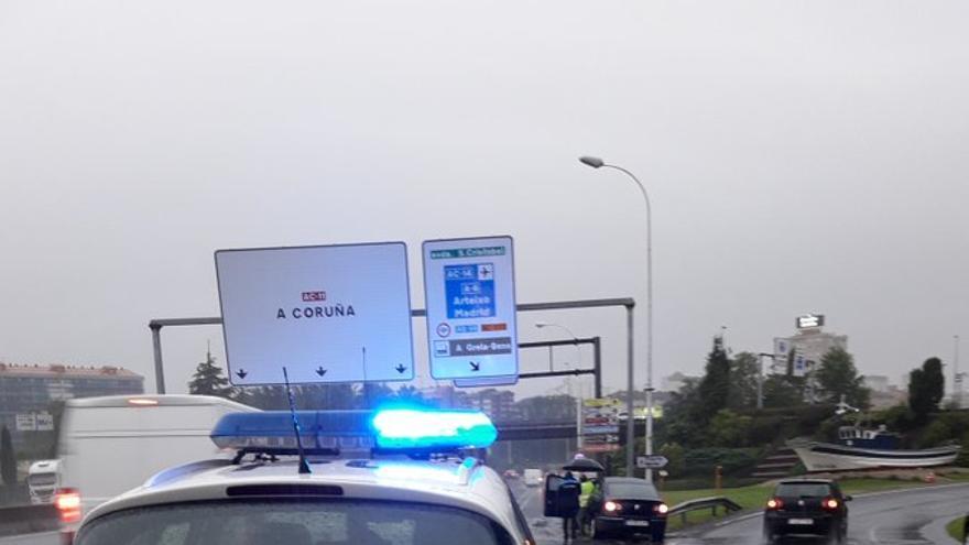 Dos accidentes complican el tráfico en el acceso a A Coruña por Alfonso Molina