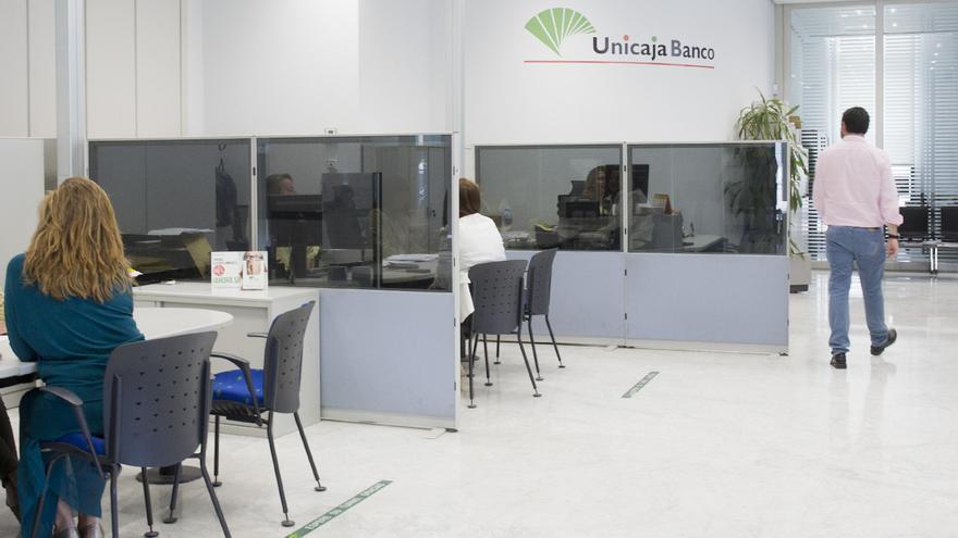 Unicaja Banco saca dos líneas de seguros para agricultores