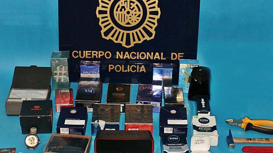 Detenido tras asaltar a martillazos dos comercios en Gijón