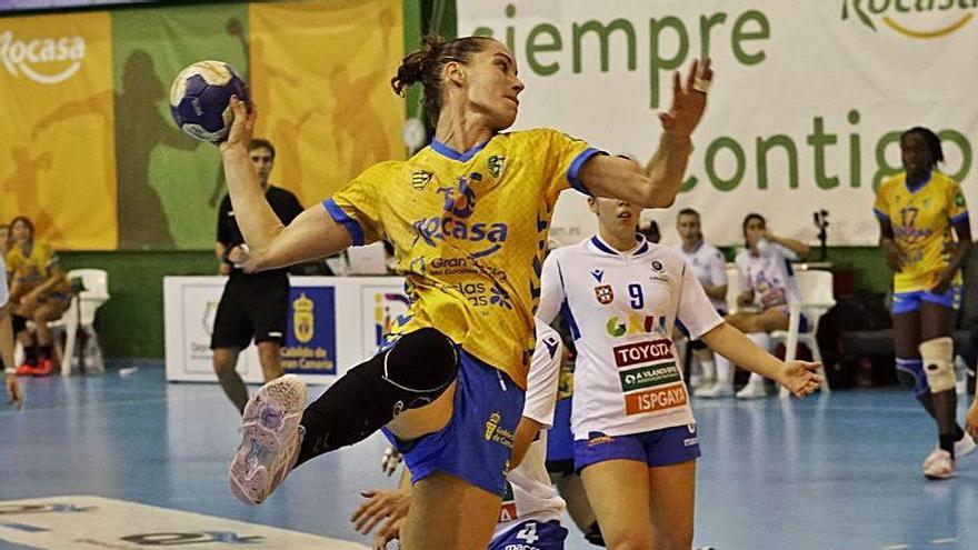 Haridian Rodríguez, jugadora del Rocasa, durante el partido de ayer.