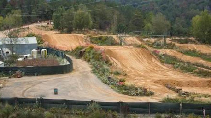 Retallen el circuit de motocròs de Santa Coloma per poder legalitzar-lo