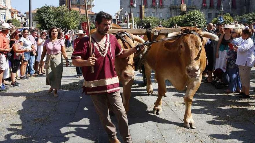 La Feira Franca estrena fuentes de piedra y barcos tradicionales por el Lérez