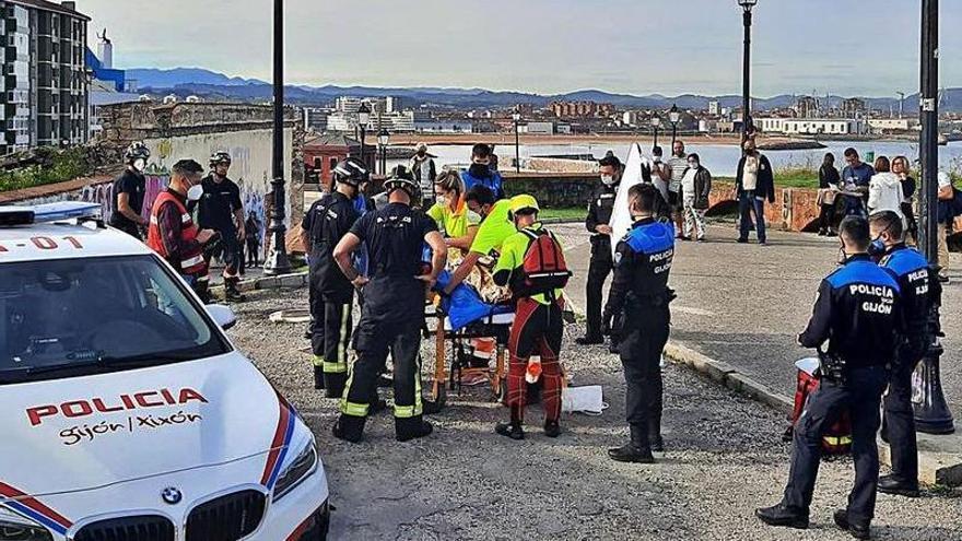 La niña de 13 años que se precipitó desde el Cerro, grave, trasladada a la UCI Pediátrica del HUCA