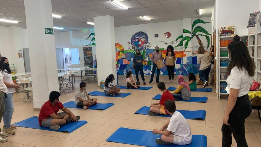 Un centenar de menores se beneficia del programa de 'Fem Escola Elx' para la integración del alumnado inmigrante