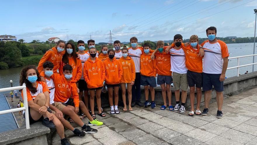Los palistas del Club Nàutic Sant Antoni, ante las pruebas decisivas de la temporada nacional