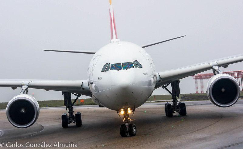 Airbus 330 que transportó a Ecuador a los guardamarines de la Escuela Naval de Marín. // Carlos González