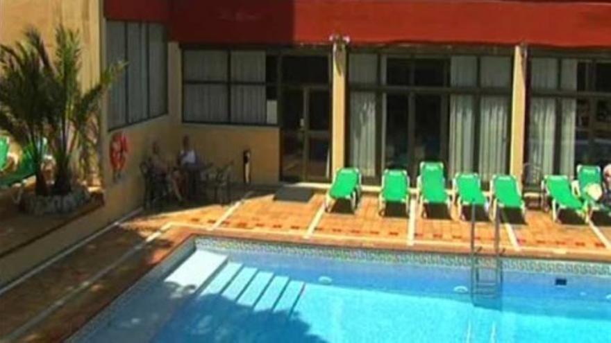 Un joven británico, muy grave tras hacer 'balconing' desde un tercer piso en Marbella