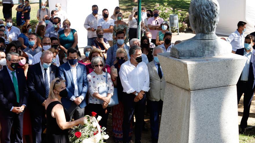 Juanma Moreno reivindica memoria, dignidad y justicia en el aniversario del asesinato de Martín Carpena