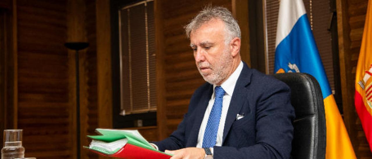 El presidente del Ejecutivo canario, Ángel Víctor Torres, en un Consejo de Gobierno.