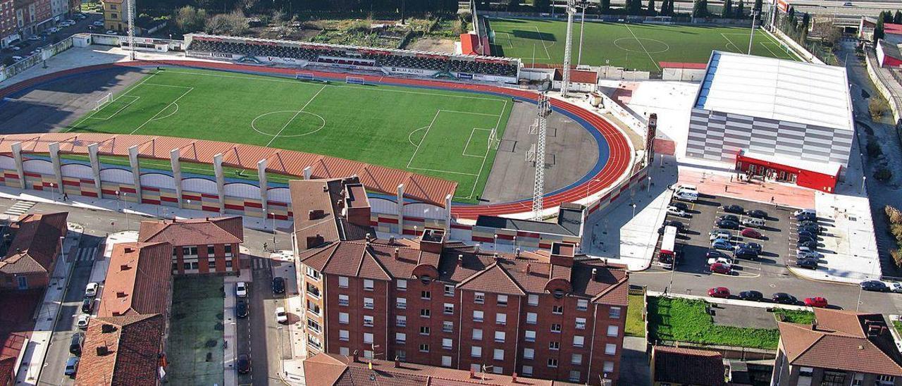 Zona deportiva del Batán, con el Hermanos Antuña a la izquierda, el Mundial-82 detrás y el Visiola Rollán a la derecha.