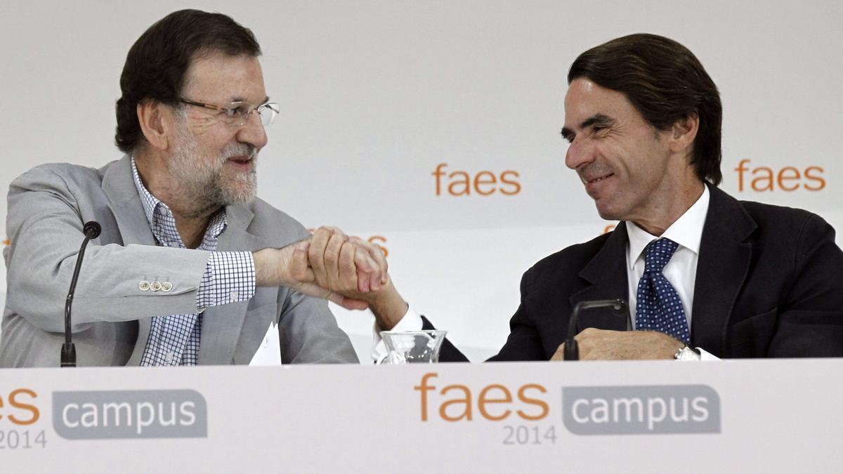 Rajoy y Aznar, en un acto de FAES en 2014.