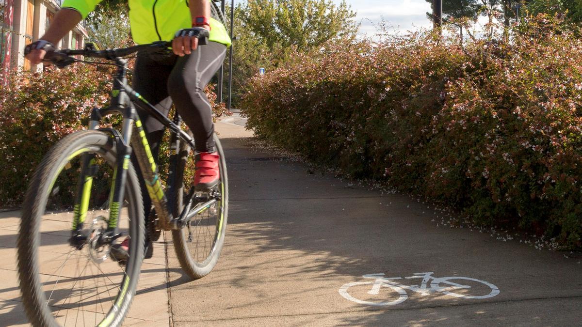Un dels espais de Figueres senyalitzats per a la circulació de bicicletes