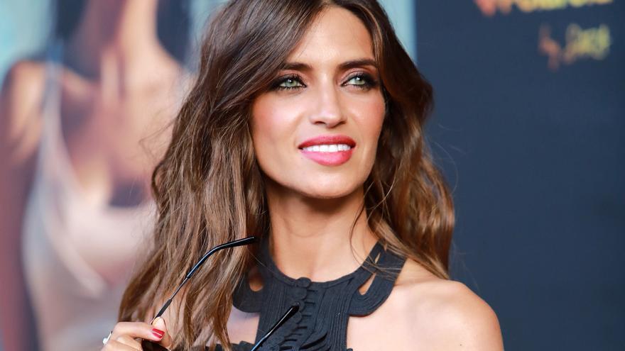 El secreto del peinado de moda para el verano que propone Sara Carbonero