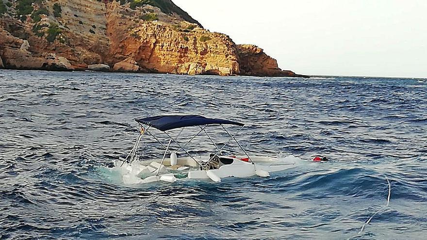 Se hunde una barca de alquiler con 8 ocupantes en el Cap de la Nau de Xàbia