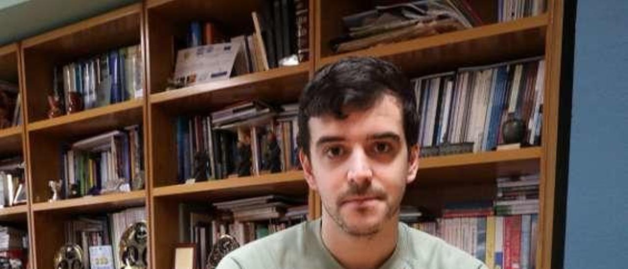 Adrián Hyde, en la redacción avilesina de LA NUEVA ESPAÑA.