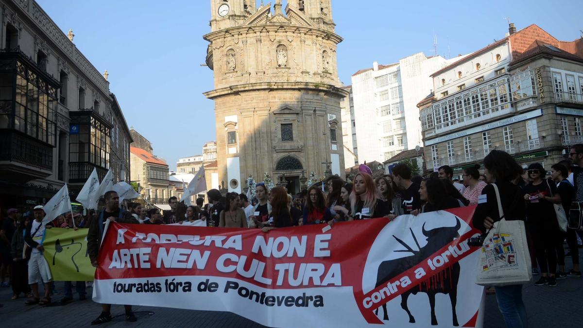Participantes en una manifestación contra la feria taurina de Pontevedra/ Noé Parga