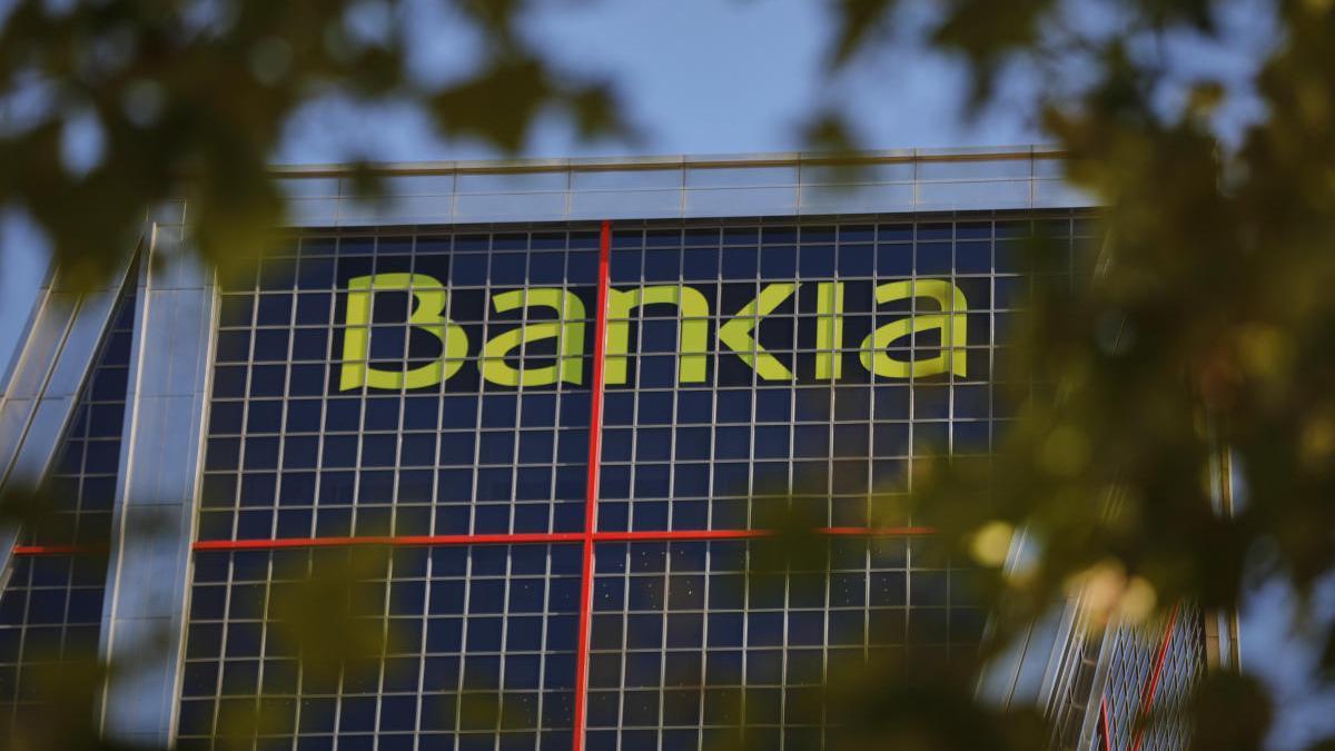 El logo de Bankia en las Torres Kio de Madrid.