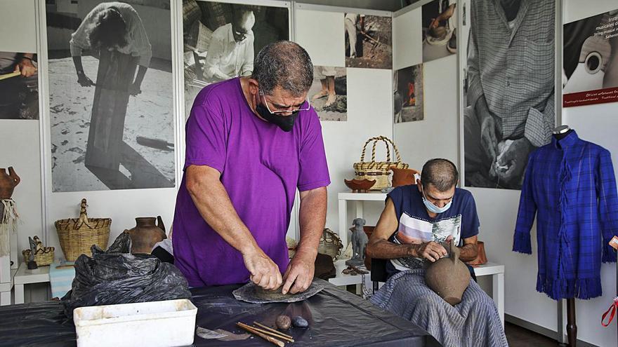 La Feria de Artesanía Faro de Maspalomas abre sus puertas  con 51 artesanos