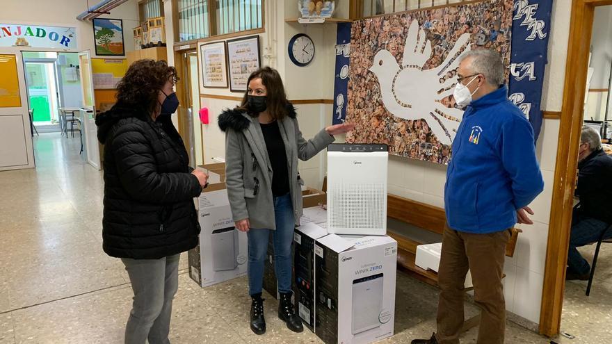 Llíria instala purificadores de aire contra la covid-19 en sus centros educativos