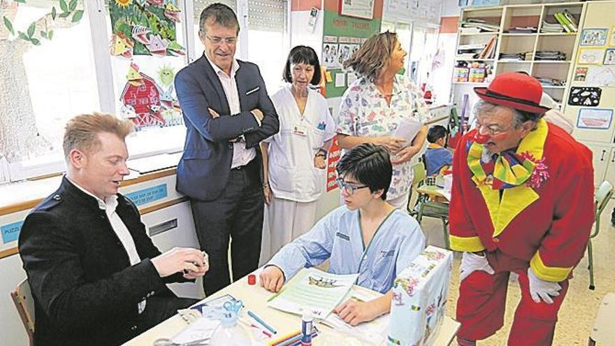 Yunke y Mel sorprenden a los niños en el Hospital General de Castellón