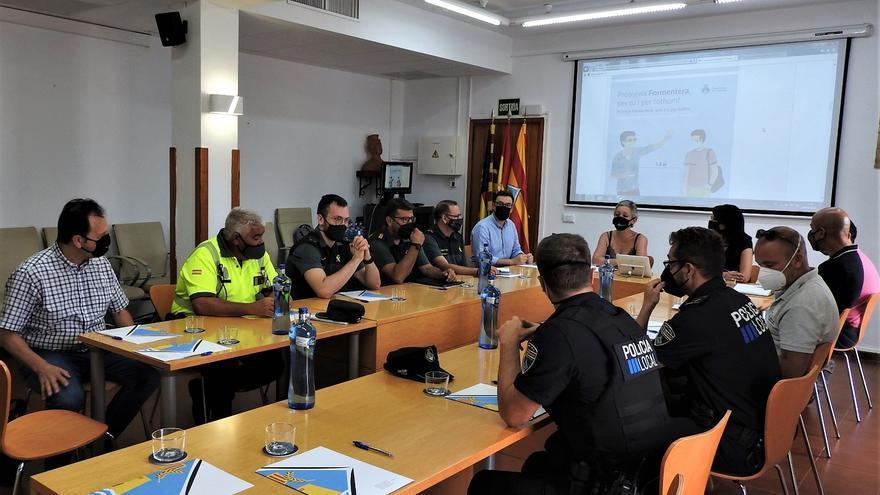Formentera cierra el acceso a ses Illetes a partir de las 18 horas para evitar botellones