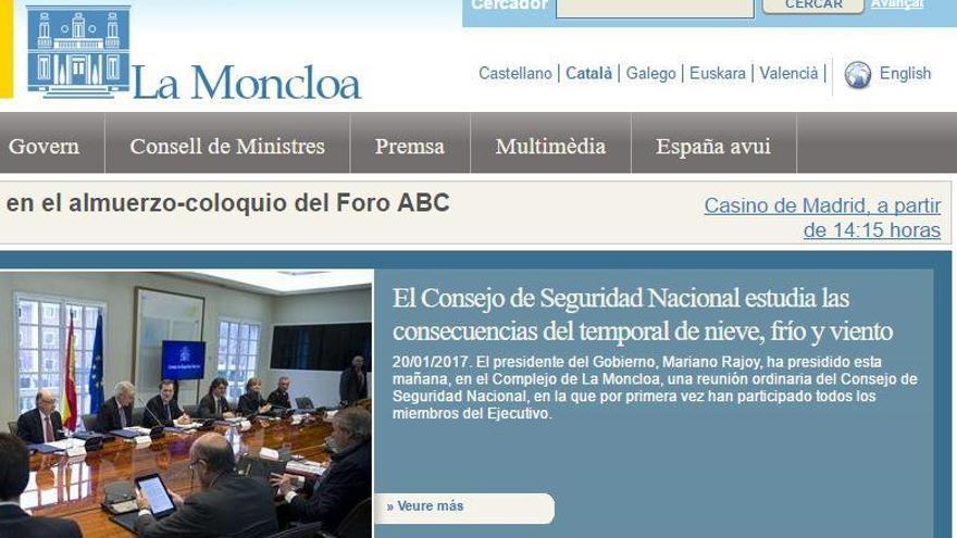 Trump elimina l'espanyol, però què passa amb el català en les webs de la Moncloa?