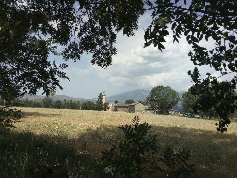 Puigcerdà. Fotografia enviada per un lector des del camí dels enamorats. Al fons, podem veure el llogaret de Sant Jaume de Rigolisa, nucli de Puigcerdà fronterer amb França.