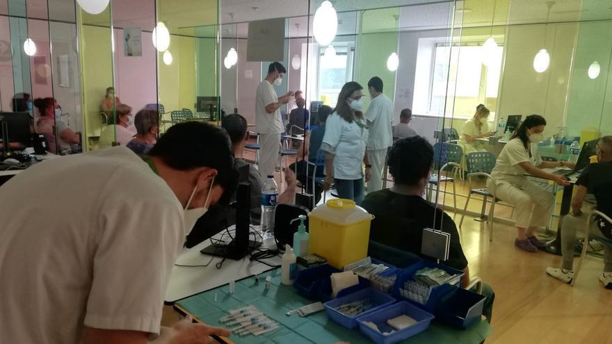 Los equipos de vacunación del SCS han administrado 1.350.785 dosis contra la Covid-19 en Canarias