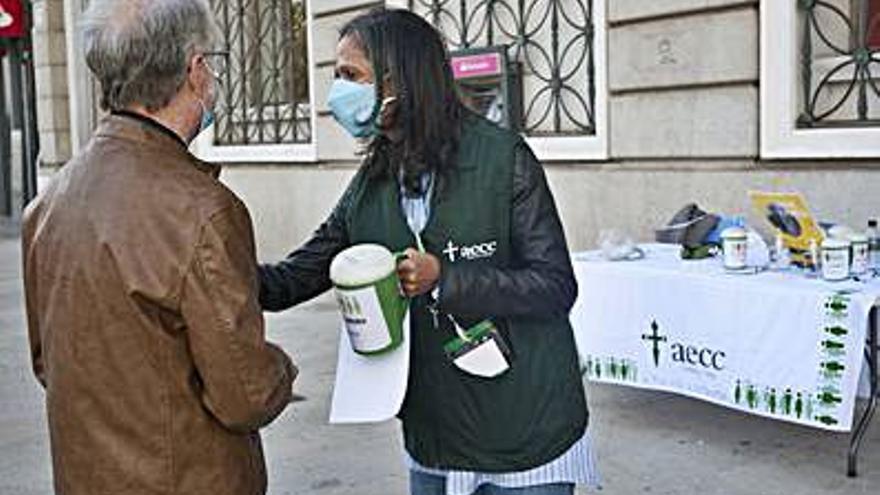 La cuestación de la Asociación contra el Cáncer busca ayudar a pacientes en riesgo de pobreza
