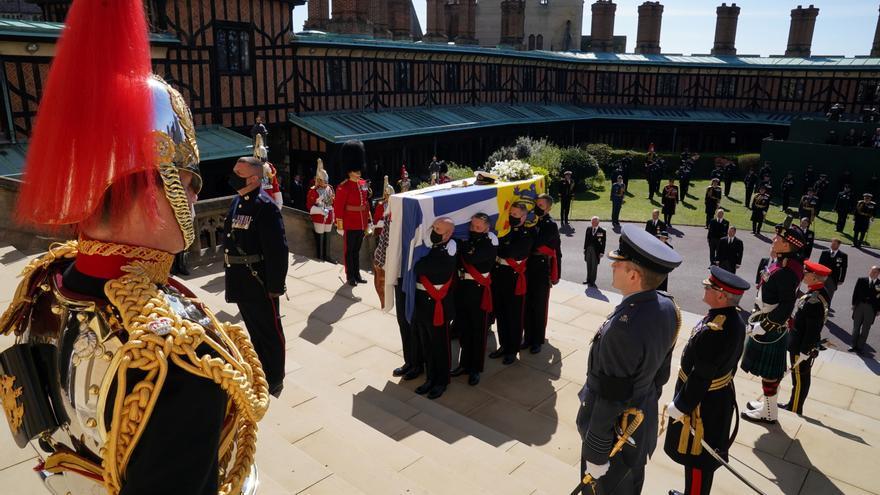 Una ceremonia solemne y restringida por la COVID para despedir al duque de Edimburgo