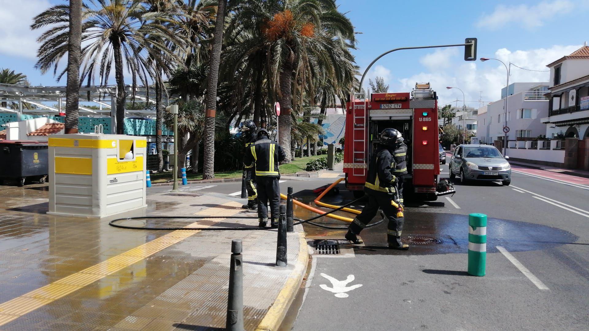 Fuego a las puertas del Ayuntamiento