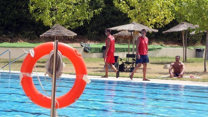 El Imdeco abre el plazo de abonos para las piscinas municipales de La Fuensanta y de la calle Marbella