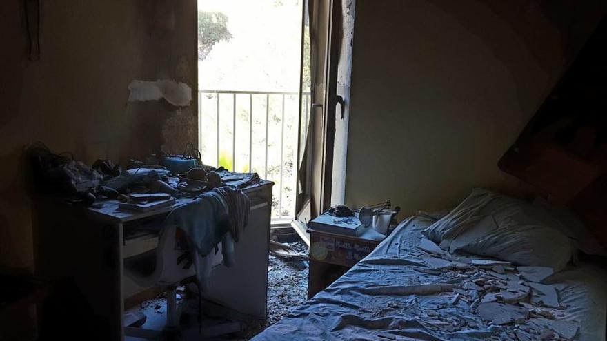 Un cargador de móvil desata un incendio en una habitación de un piso de Mallorca