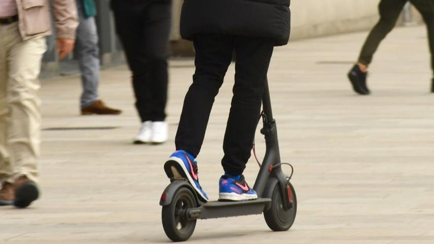 La Policía Local de Pontevedra multa con mil euros al conductor de un patinete eléctrico por circular ebrio