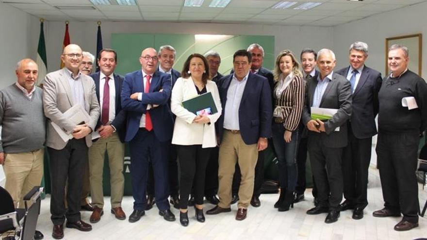 Crespo se reúne con el consejo rector de Cooperativas Agroalimentarias de Andalucía