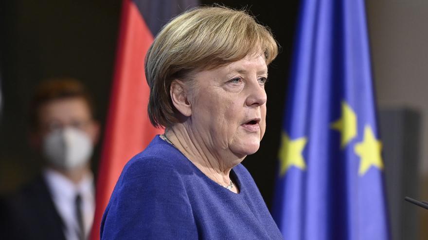 """Merkel anuncia que el pasaporte europeo de vacunación estará listo """"para el verano"""""""