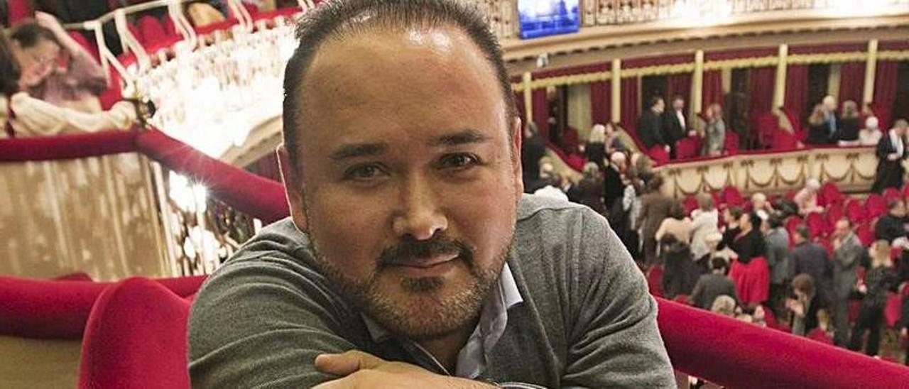 Javier Camarena.   Miki López