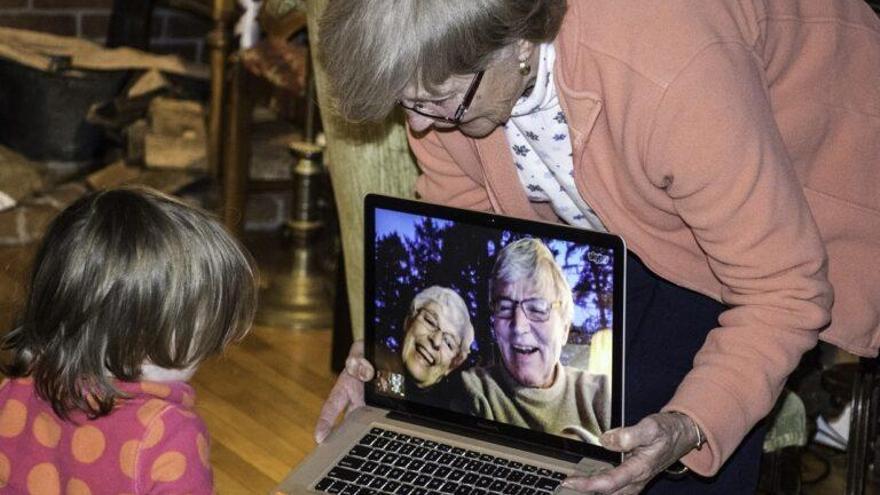 ¡Cuidado con los abuelos! La soledad de estos días aumenta su melancolía, aislamiento e incomprensión
