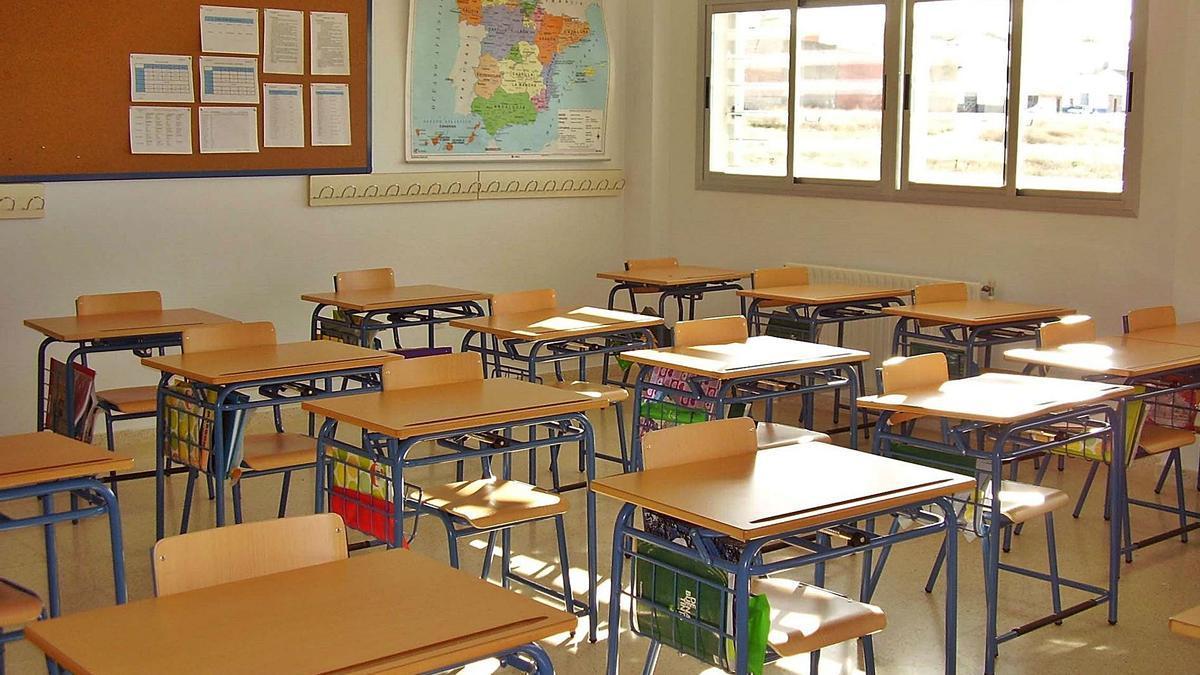Aula vacía en un centro escolar.