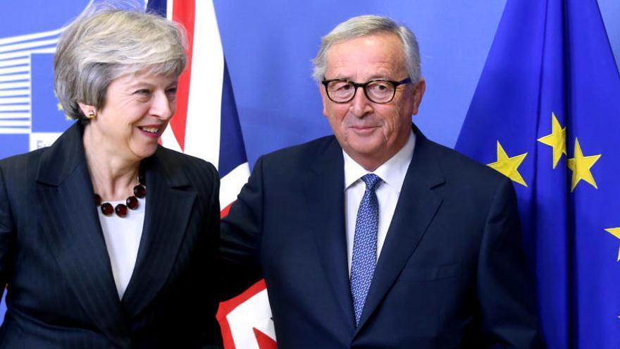 Tusk y Junker garantizan a España poder de decisión en el futuro sobre Gibraltar