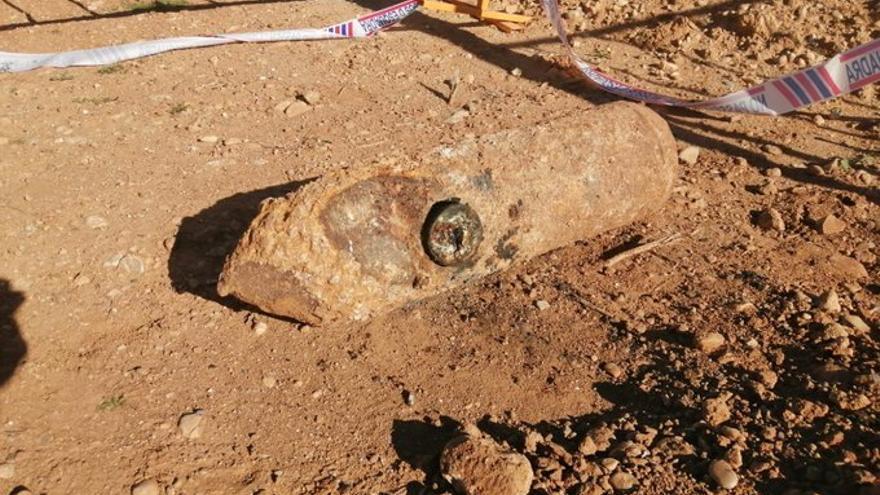 Localitzen i destrueixen un artefacte d'aviació de la Guerra Civil al Far d'Empordà