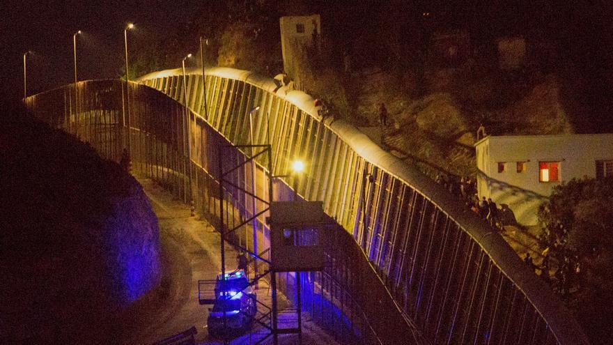 Aumenta la presión migratoria en Melilla con un intento de salto a la valla de 400 subsaharianos