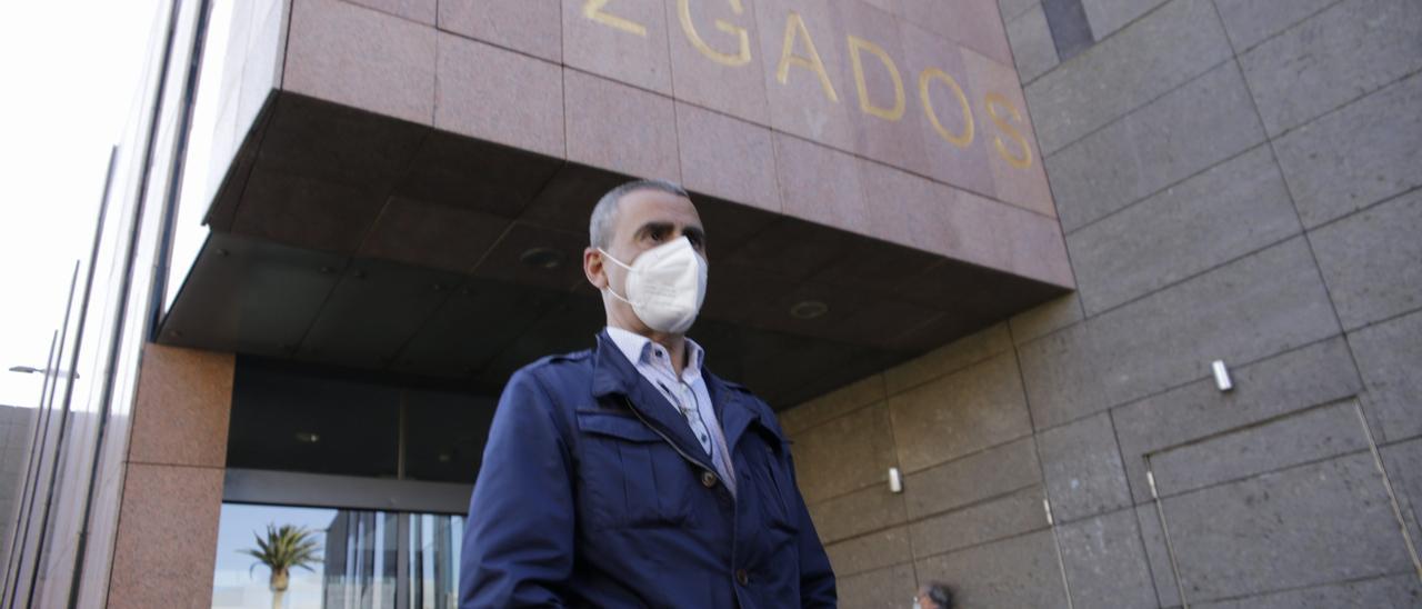 Javier Abreu en los juzgados el pasado abril.