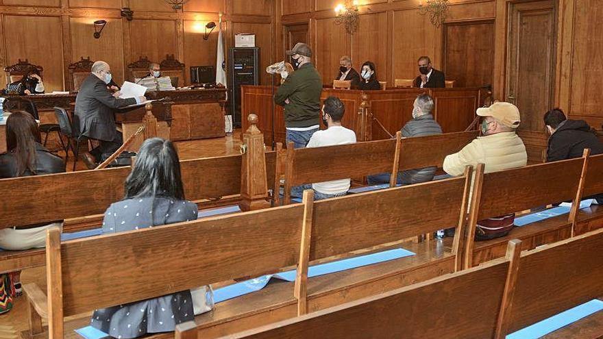 Un acusado de narcotráfico que encañonó a los agentes en un registro alega que se asustó