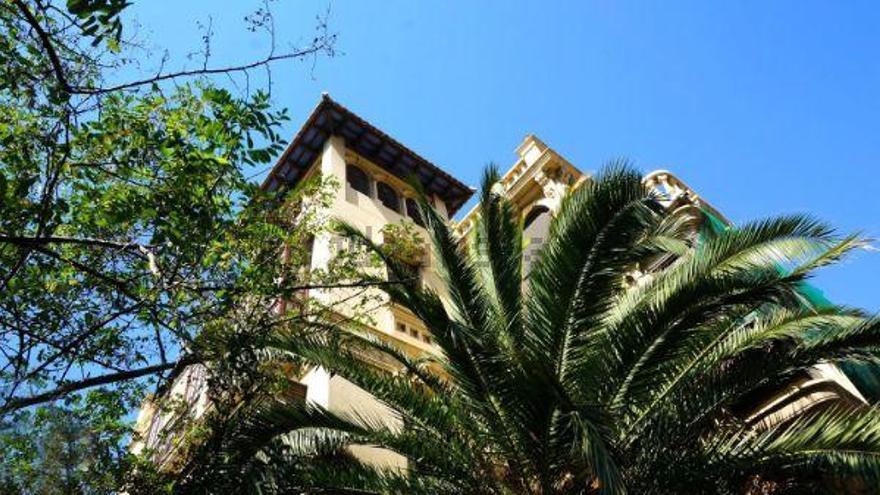 València recupera el color original de la 'Casa del Médico'