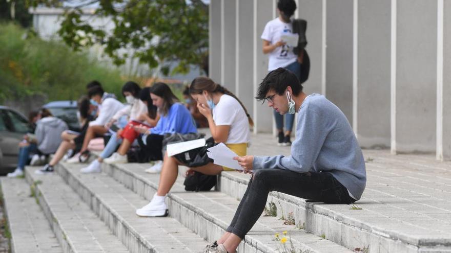 La USAL expulsa a 75 alumnos por organizar una barra libre