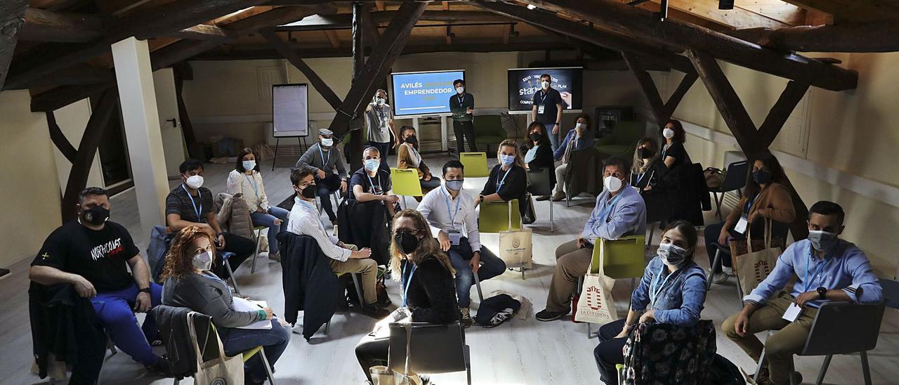 Los participantes en el Avilés Weekend Emprendedor, ayer, en el palacio de Maqua.