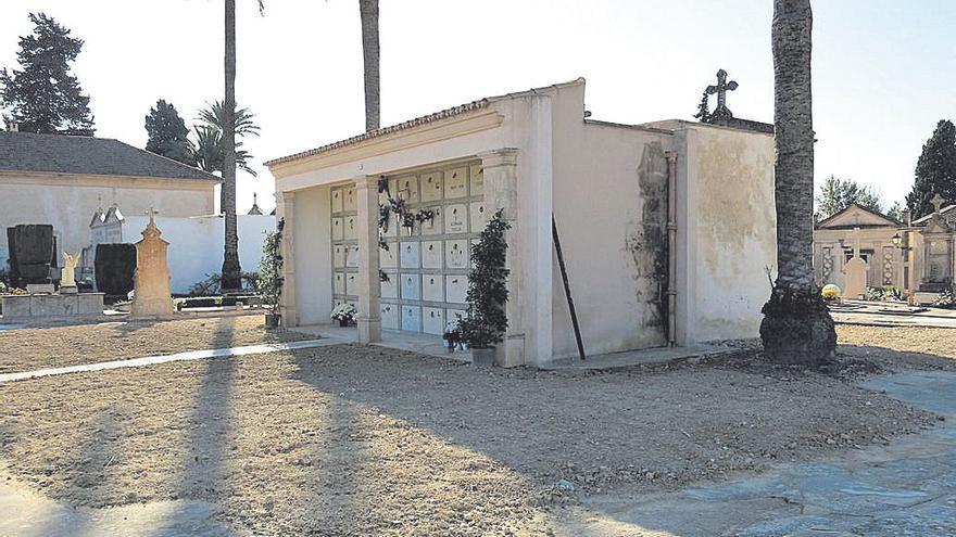 Arranca la demolición de los nichos para excavar la fosa del cementerio de Porreres